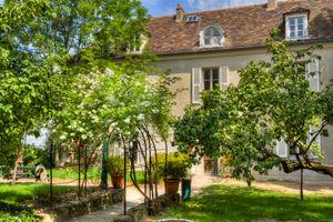 File:Musée de Montmartre - maison du Bel Air.jpg
