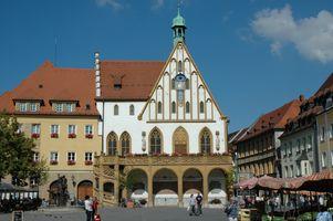 File:Amberg Marktplatz-Rathaus.jpg