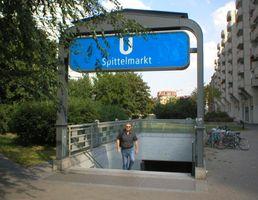 File:U-Bahn Berlin Spittelmarkt Eingang.jpg