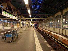 File:Berlin - U-Bahnhof Warschauer Straße - Linie U1 (7658942980).jpg
