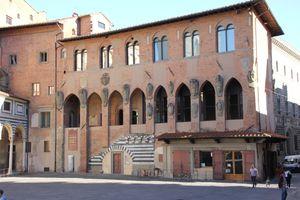 File:Pistoia, palazzo dei Vescovi (01).jpg