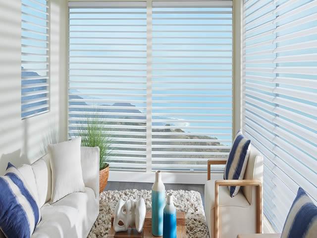 cortina nouvelle sala com vista para paisagem