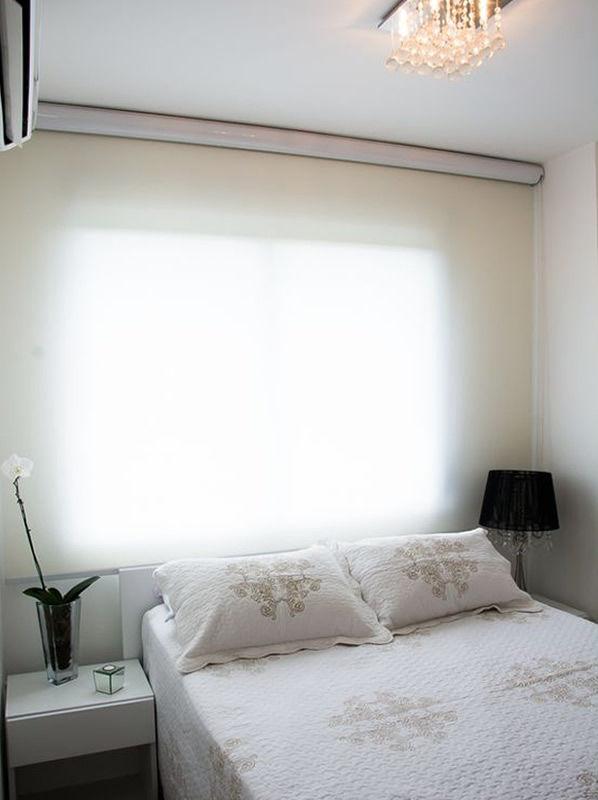 quarto de casal com cortina rolo