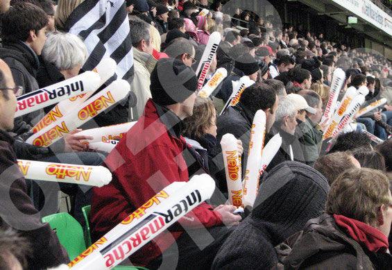 Tap-tap gonflables pour applaudissements dans un stade