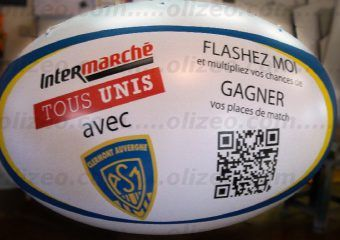 gros ballon de rugby avec sponsor