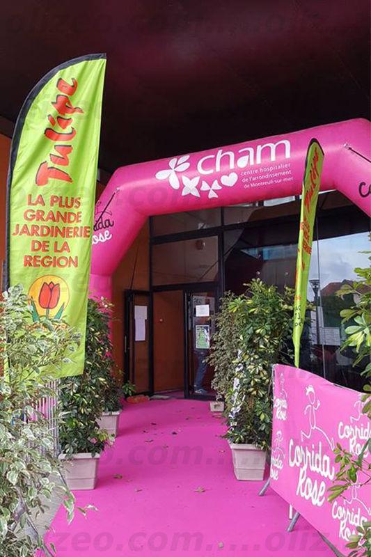 """Arche Cham rose positionnée à l'arrivée de la course """"coridda rose"""""""