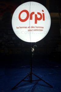 Ballon lumineux à l'air Orpi pour habillage de stand et show room