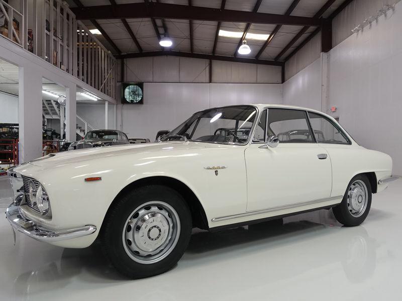 1963 Alfa Romeo 2600 Sprint – Gorgeous Bertone bodywork