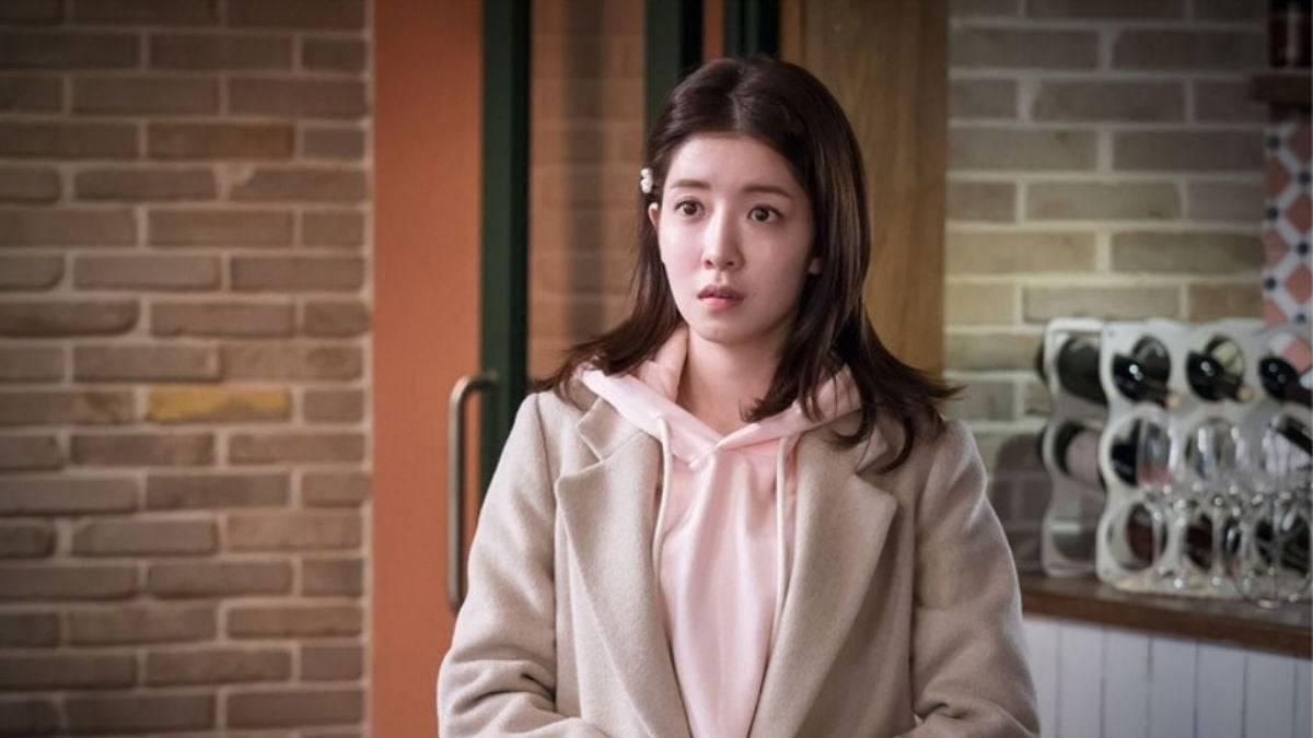 Jung In Sun as Han Yoon Ah