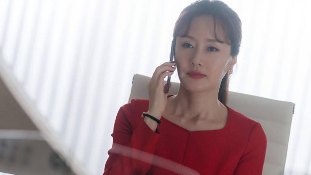 Kim Jee Soo as Lee Shin