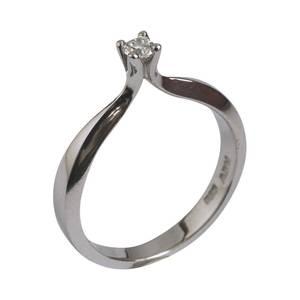 Elegant solitaire ring