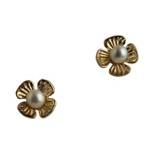 Guldblomst med perle