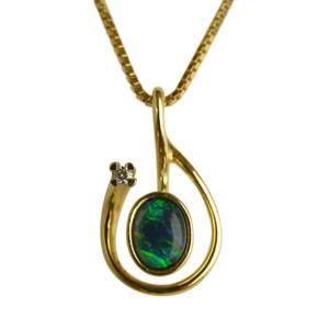 Guldvedhæng med opal & brillant