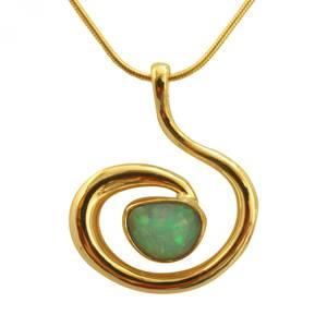 Opal i organisk halssmykke