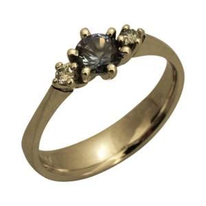 trestensring med safir og diamant
