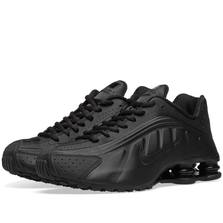 Nike Shox R4 in Triple Black