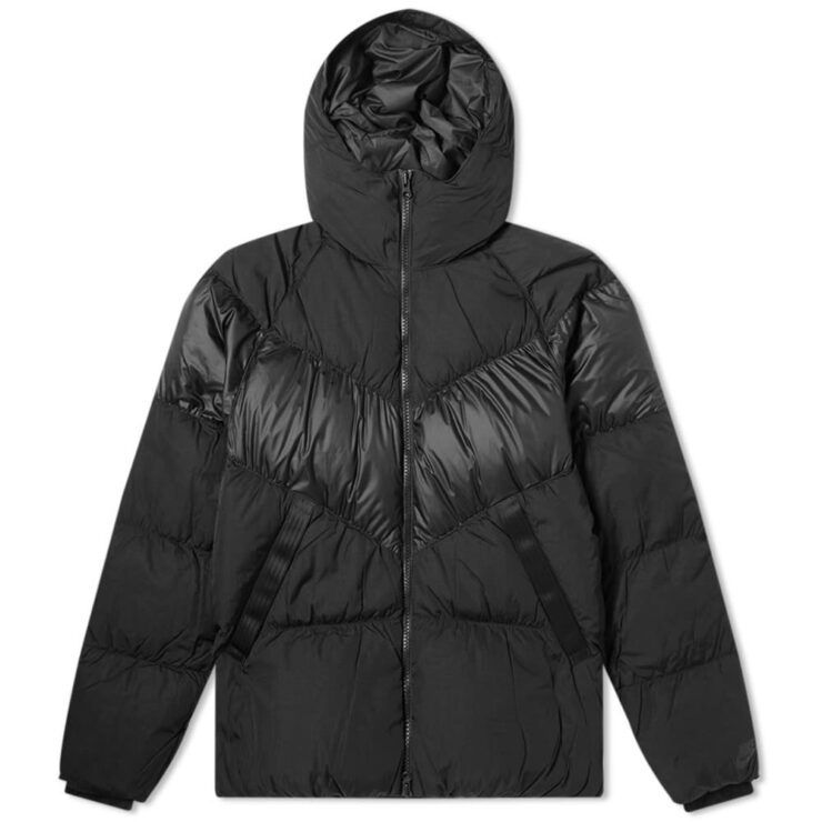 Nike Hooded Down Puffer Jacket in Black