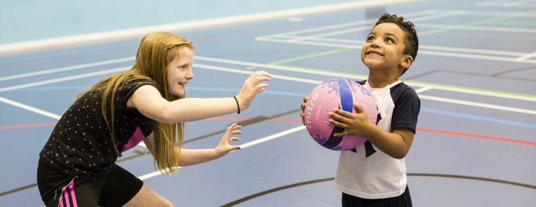 Kids playing netball
