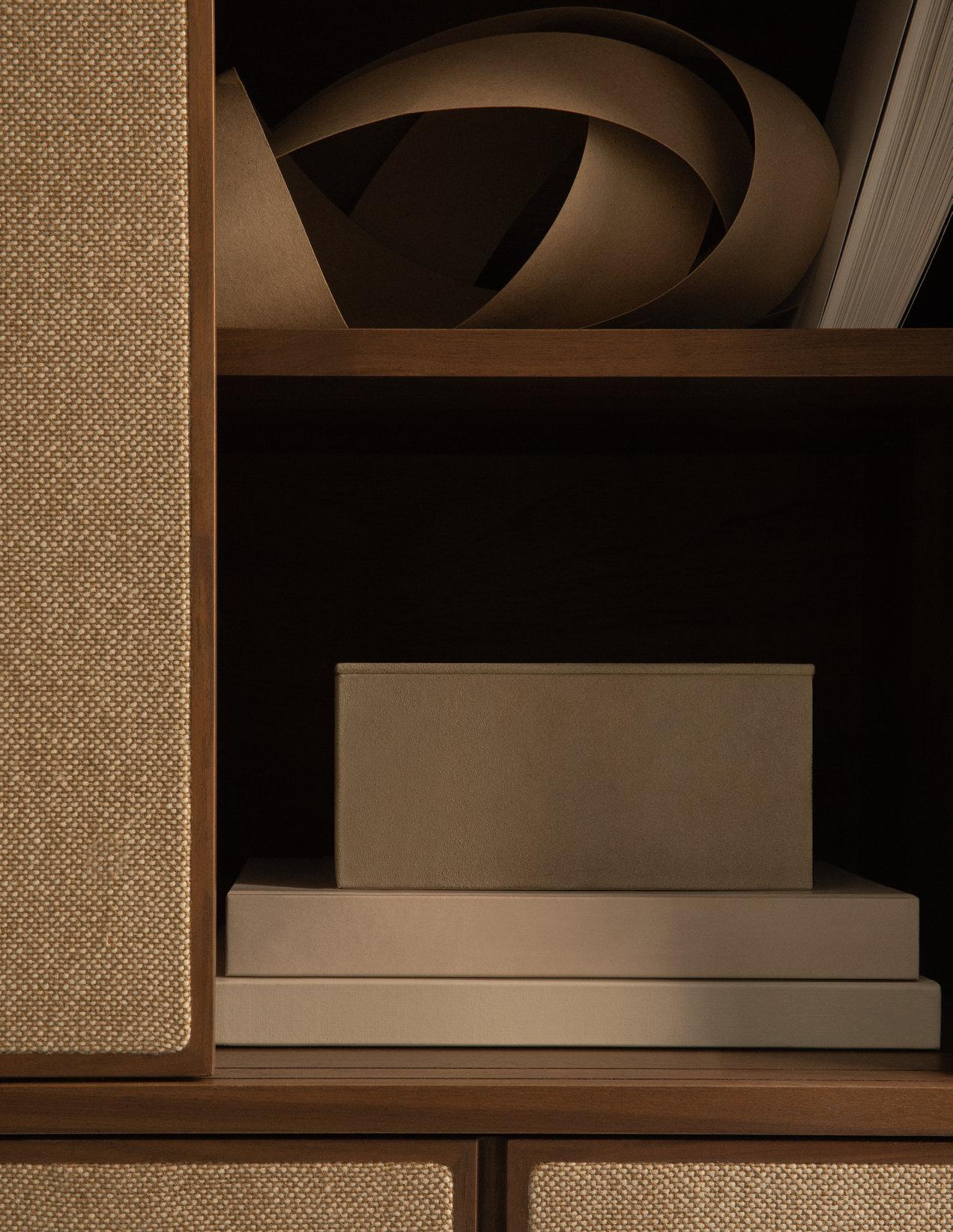 Canvas--1974-1975--tall-cabinet--gallerySlider-5--Walnut--WN--K220.png