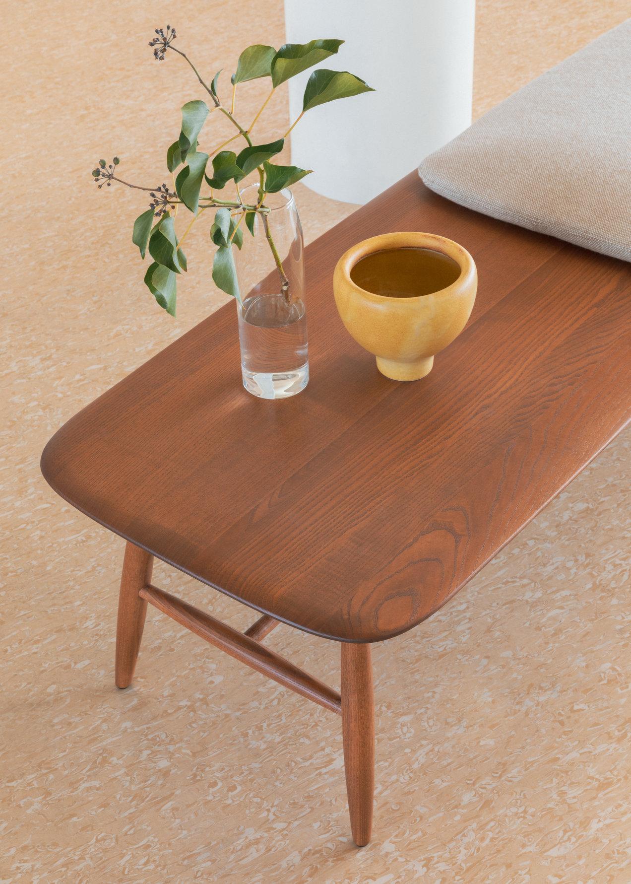 Von--0428-1428--bench--gallerySlider-3--Ash--OG--K220.png