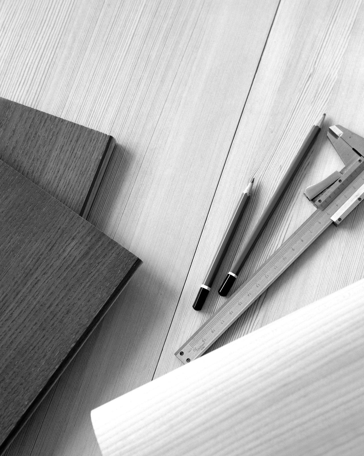 DESIGNER--B&W--LARS_BELLER_FJETLAND2.png