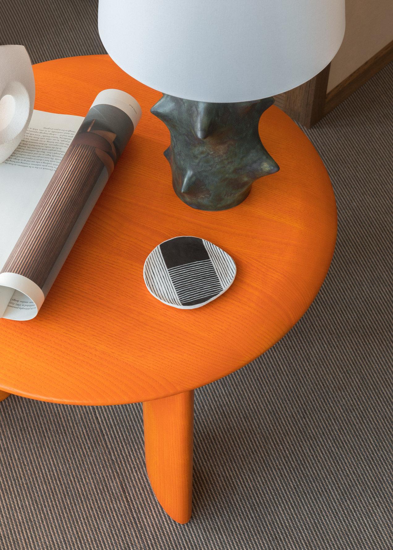 IO--3694-3695--long-table--gallerySlider-6--Ash-OE.png