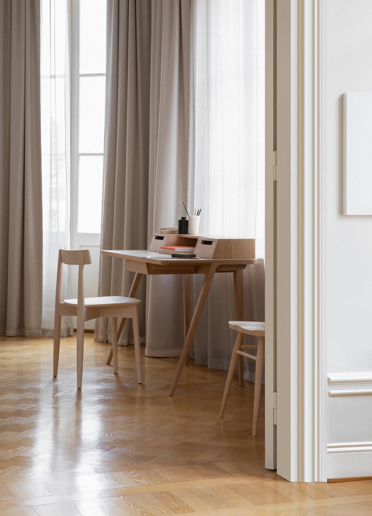 Treviso--2334-2335--desk--gallerySlider-2--Oak--DM.png