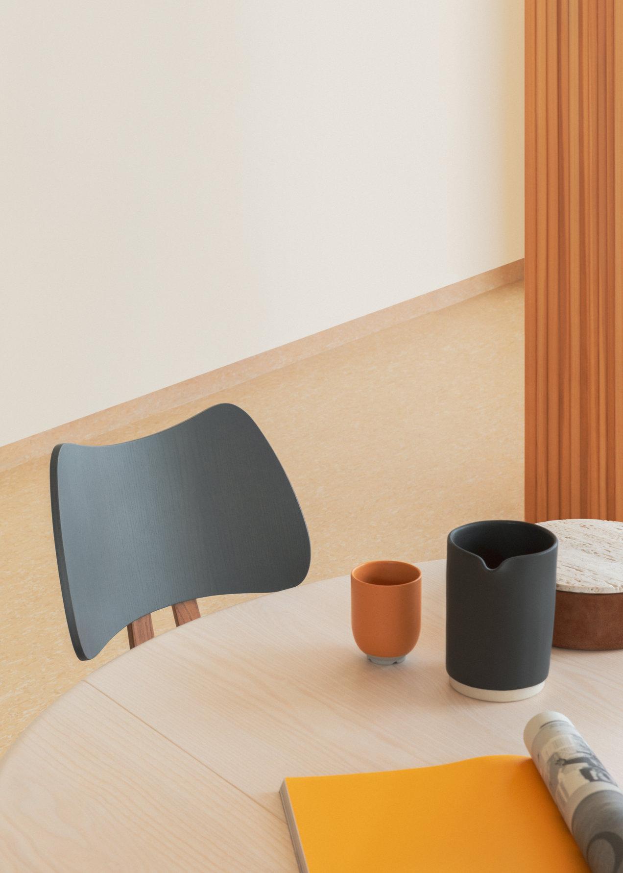 Originals--7402--butterfly-chair--gallerySlider-2--Ash--WGOG.png