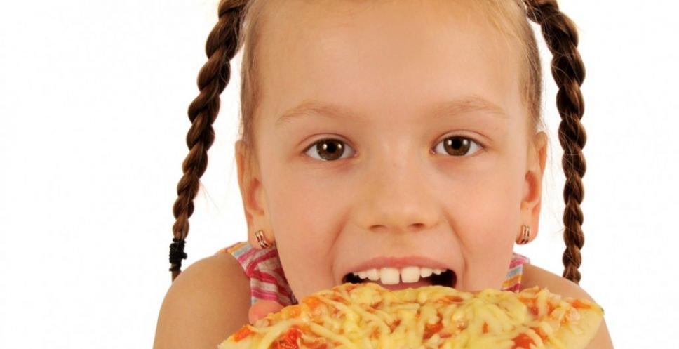 Little Girl Eating Pizza (Credit: alexkatkov)