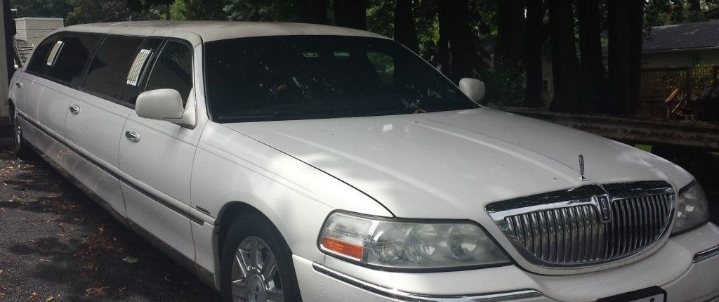 2006 Lincoln Town Car 120 in Stretch Limo