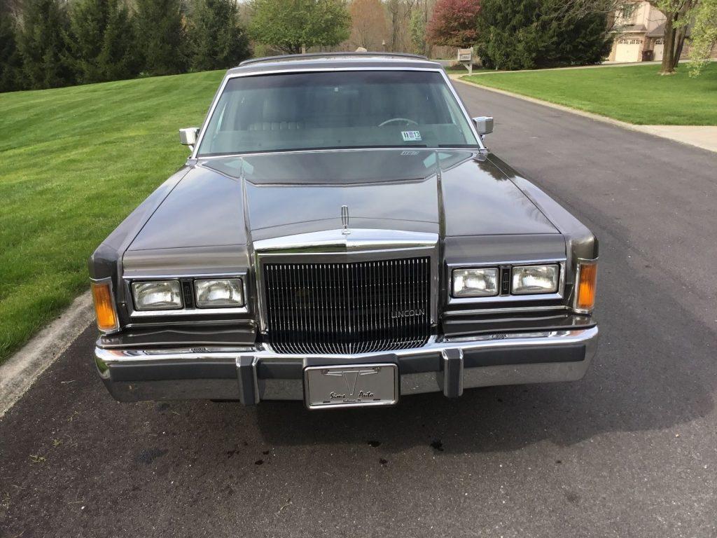Excellent condition 1989 Lincoln Town Car limousine