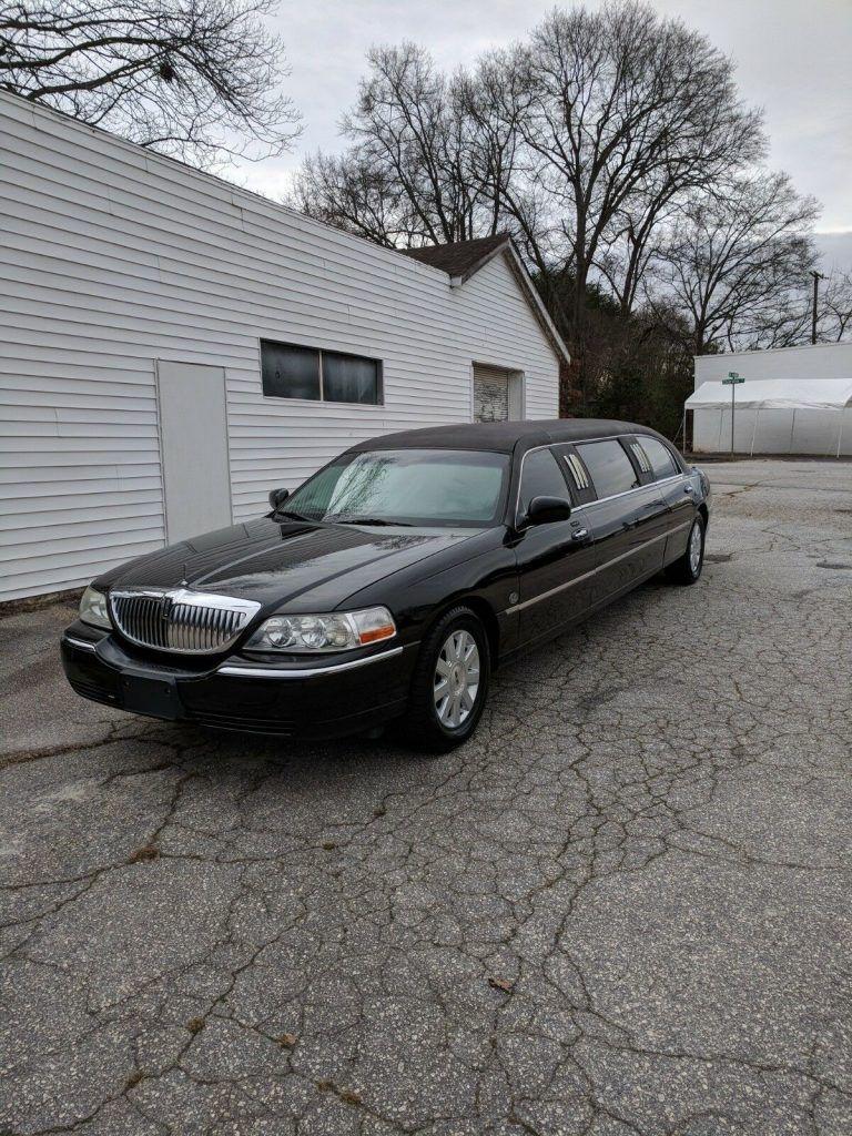 custom 2006 Lincoln Town Car limousine