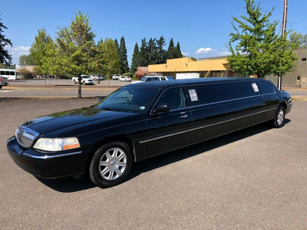 well serviced 2006 Lincoln Town Car Limousine