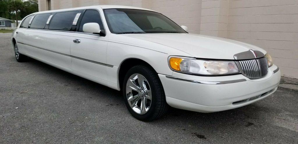 1999 Lincoln Town Car Limousine [very good shape]