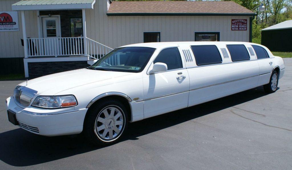 2004 Lincoln Town Car Executive limousine [stunning limo]