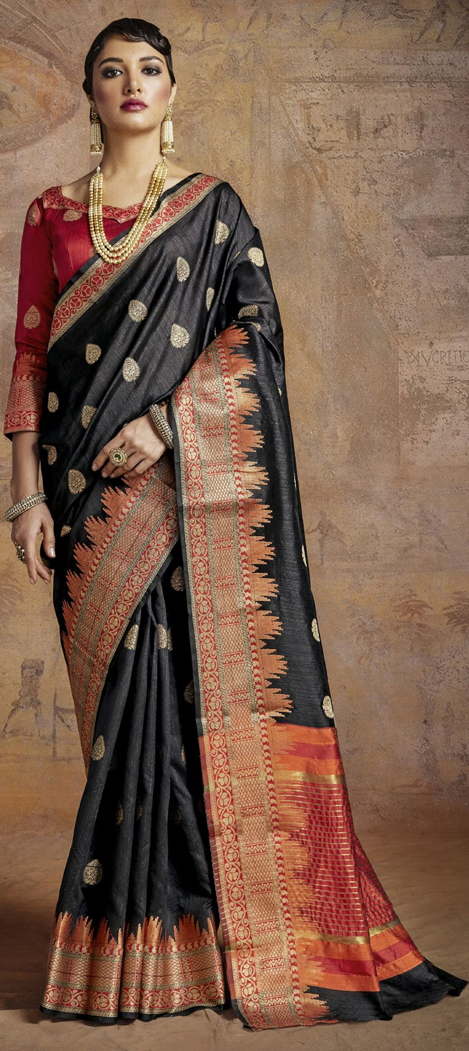 Go get styled in HANDLOOM SAREES