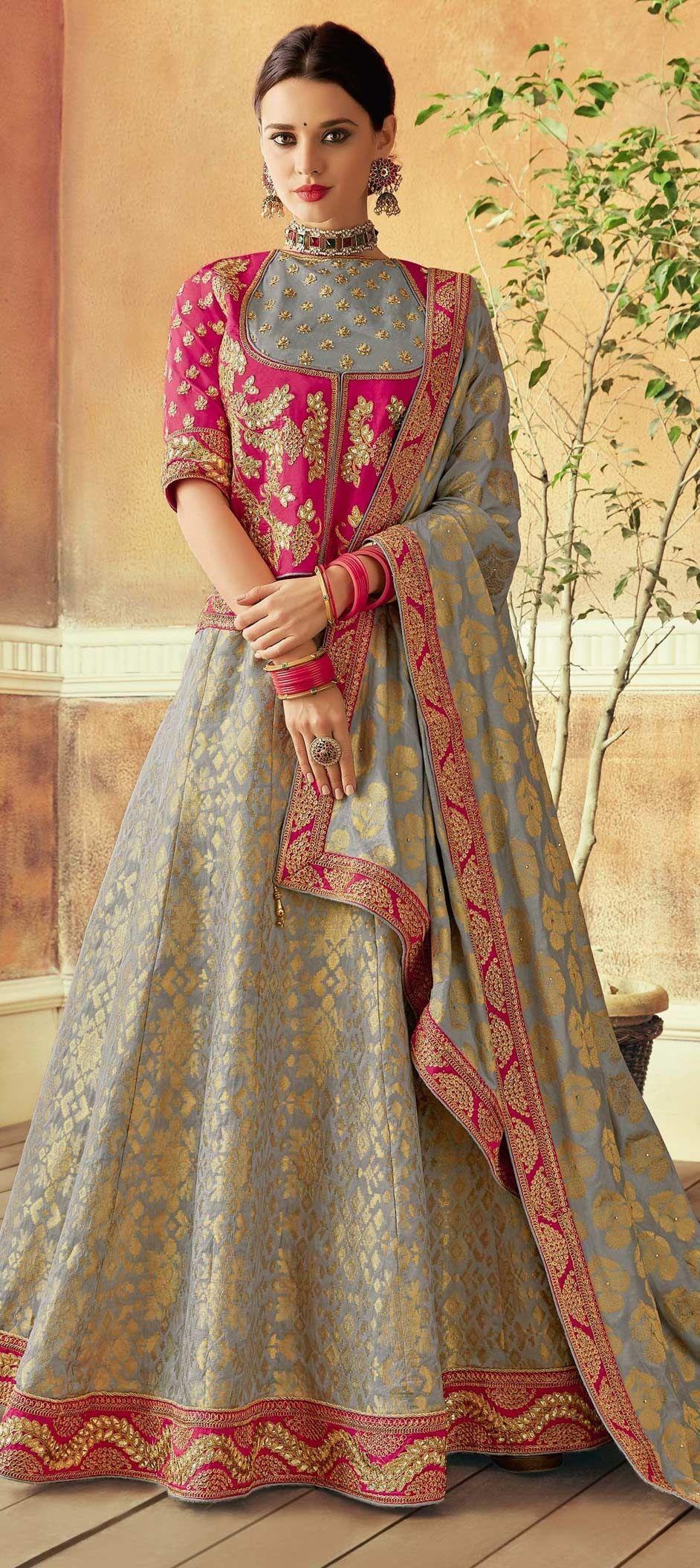 Mehndi sangeet lehenga: Get the Sizzling Look in the Trendy Styles