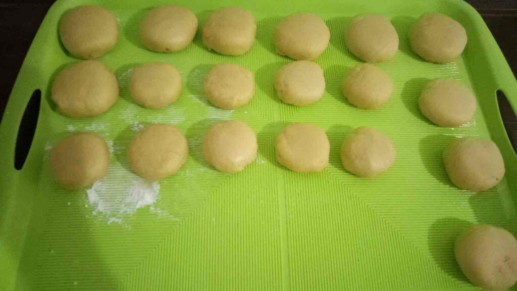 Resep Bakpia Isi Kacang Hijau Teflon, Hasilnya Gurih dan Lembut