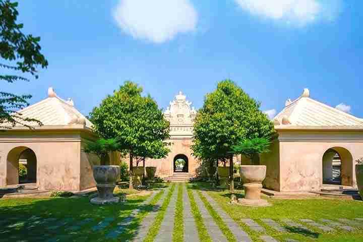 Taman di Taman sari