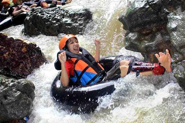 outing karyawan liburan keluarga cave tubing dan wisata selfie instagramable