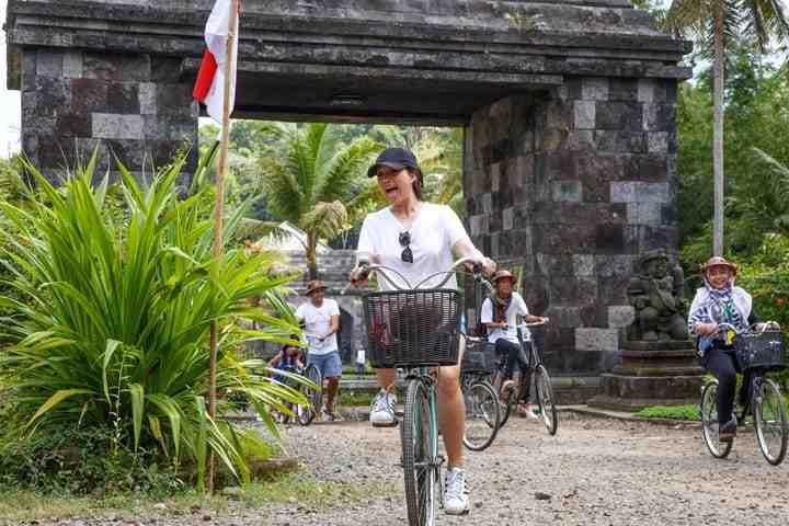 paket wisata gathering karyawan liburan keluarga 3 hari 2 malam cave tubing wisata selfie instagramable hutan pinus imogiri jeep merapi wisata sepeda