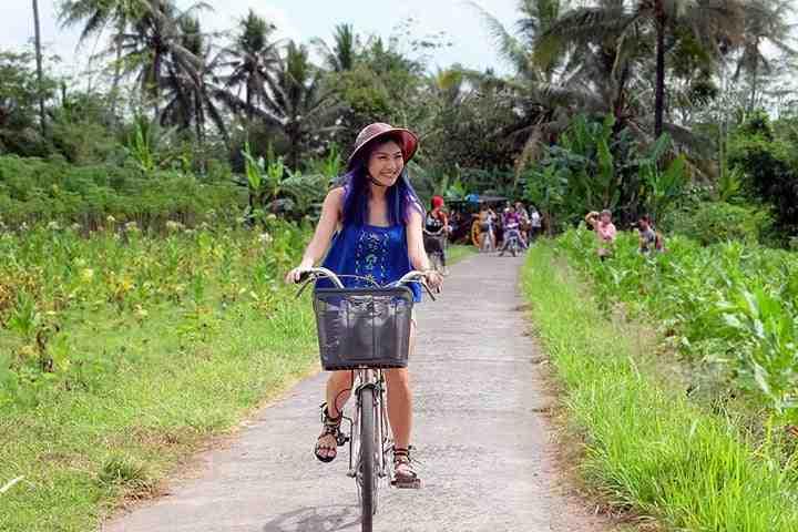 paket wisata gathering karyawan liburan keluarga 2 hari 1 malam wisata jeep lava tour merapi wisata sepeda shopinga