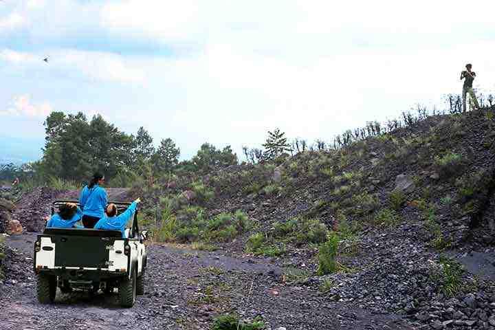 lava tour merapi, wisata jeep di desa mbah maridjan