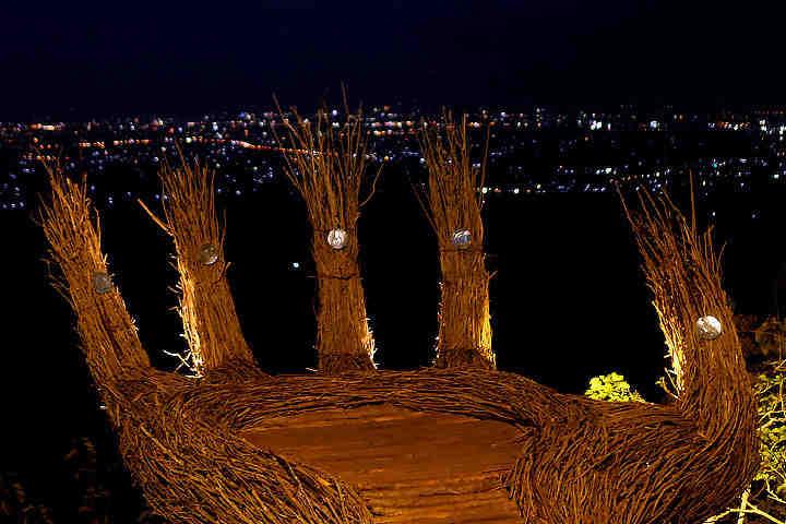 Pinus Pengger - Anyaman Tangan - Gemerlap Lampu Kota Yogyakarta di Malam Hari