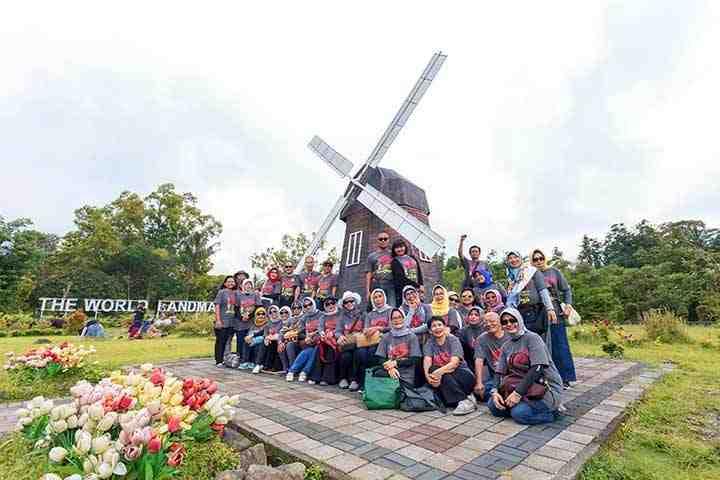 outing karyawan liburan keluarga outbound seru museum ullen sentalu merapi park world landmarks