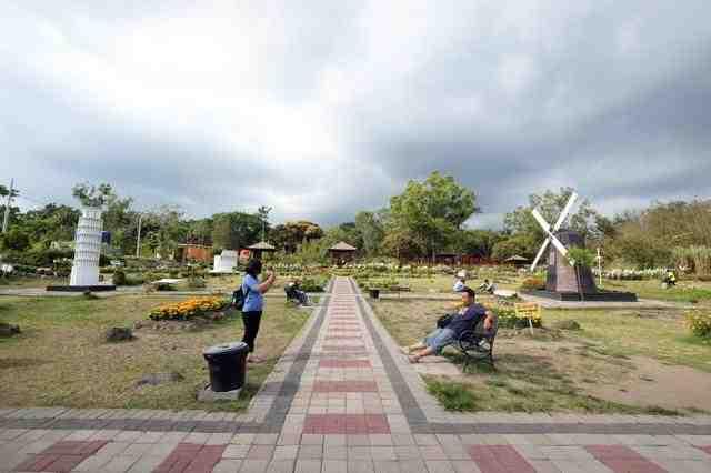 Tempat Wisata cocok untuk Anak berfoto ria dan berenang di Jogja: Merapi Park - The World Landmarks