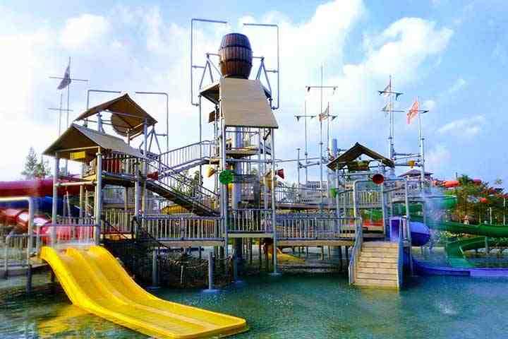 Tempat Wisata cocok untuk Anak berenang di Jogja: Jogja Bay Waterpark