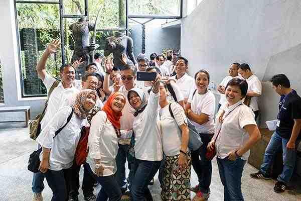 paket wisata gathering karyawan liburan keluarga 2 hari 1 malam wisata selfie instagramable hutan pinus imogiri jeep merapi museum ullensentalu pantai ngrawe