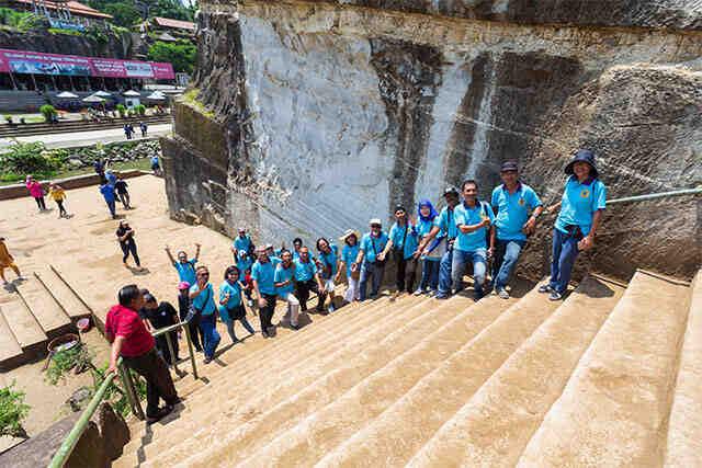 paket wisata gathering karyawan di jogja liburan keluarga 3 hari 2 malam cave tubing pindul wisata selfie instagramable hutan pinus imogiri jeep merapi pantai ngrawe gunungkidul