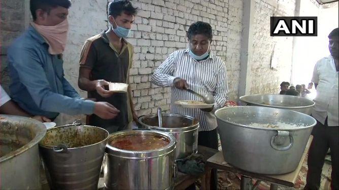 1 रुपए में पेट भर खाना खिलाती है प्रवीण कुमार गोयल की श्याम रसोई